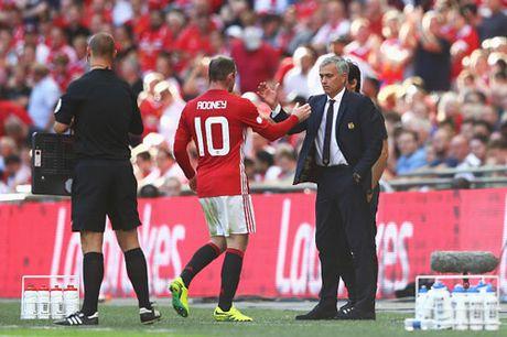 Rooney bi Mourinho 'dan mat' dung vao ngay sinh nhat - Anh 1