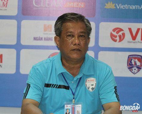 HLV Pham Minh Duc: 'U21 Ha Noi T&T chua phai doi bong manh nhat' - Anh 2