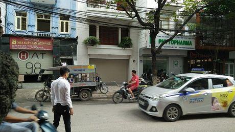 Thanh nien nghi bi hang chuc nguoi truy sat trong dem o Ha Noi - Anh 2