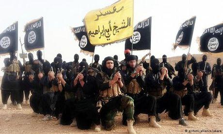 Phien quan IS xu tu dong bon o Mosul vi dam dao tau - Anh 1