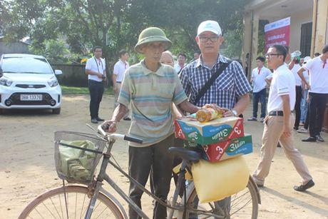 Bao Cong an TP Da Nang tiep tuc hanh trinh cung nguoi dan vung lu (2) - Anh 10