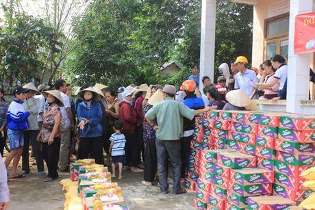 Bao Cong an TP Da Nang tiep tuc hanh trinh cung nguoi dan vung lu (2) - Anh 5