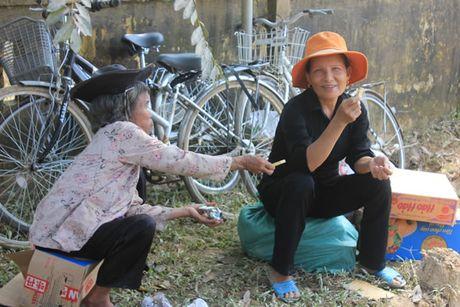 Bao Cong an TP Da Nang tiep tuc hanh trinh cung nguoi dan vung lu (2) - Anh 7