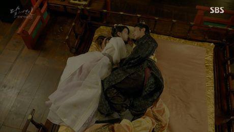 Nguoi tinh anh trang tap 17: Vua dang co, Lee Jun Ki da bi ep cuoi em gai - Anh 8