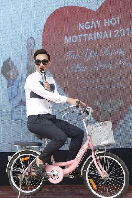 MC Thanh Trung xuc dong 'Trao yeu thuong, nhan hanh phuc' - Anh 2