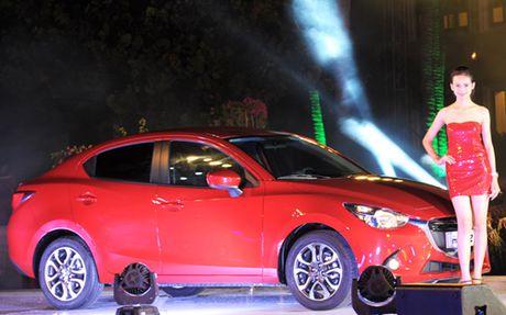 Den luot Mazda2 bi trieu hoi vi den bao loi dong co - Anh 1