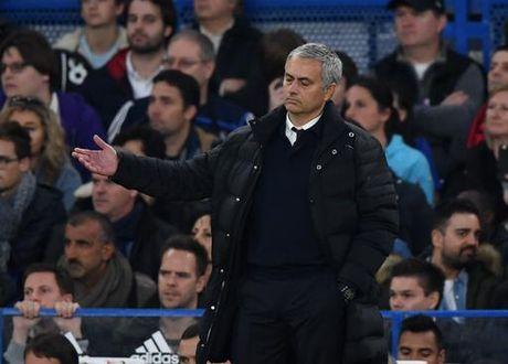Conte co thai do si nhuc Mourinho sau tran thua tham cua MU? - Anh 1