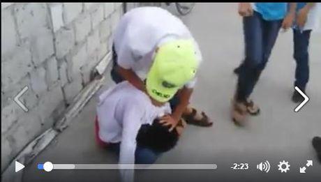 Hai Duong: Nam sinh bi danh da man va bi ban te bay truoc mat - Anh 1