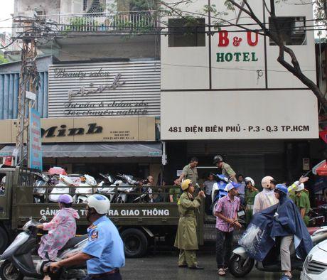 Gan 100 'dan bay' mung tiec sinh nhat bang ma tuy trong khach san - Anh 3