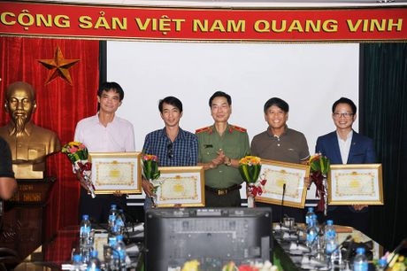 Trao giai cuoc thi anh 'Vi binh yen cuoc song' nam 2016 - Anh 9