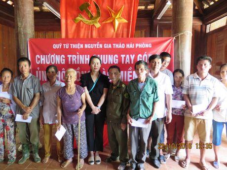 2.000 suat qua va hon 500 trieu dong den voi dong bao vung lu Ha Tinh, Quang Binh - Anh 1