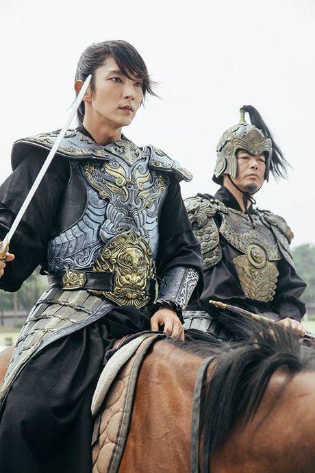Nguoi tinh anh trang tap 17: IU chinh thuc dua Lee Jun Ki len ngoi vua - Anh 1