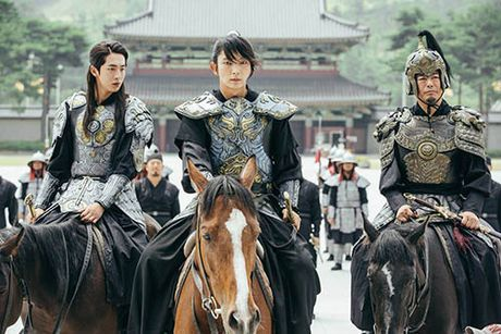 Nguoi tinh anh trang tap 17: IU chinh thuc dua Lee Jun Ki len ngoi vua - Anh 2