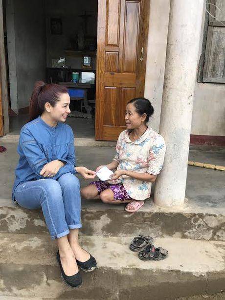 Vo chong Minh Khang, Thuy Hanh loi bun ve voi nguoi dan vung lu - Anh 3