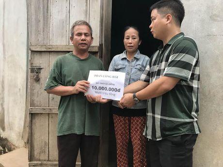 Vo chong Minh Khang, Thuy Hanh loi bun ve voi nguoi dan vung lu - Anh 4