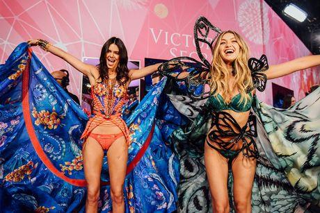 Show dien noi y Victoria's Secret 2016 se dien ra tai Phap - Anh 6