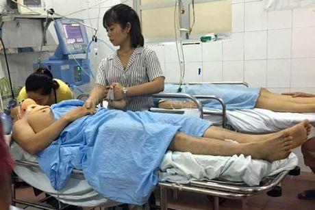 Nan nhan song sot trong vu tau hoa dam o to phai tho may - Anh 1