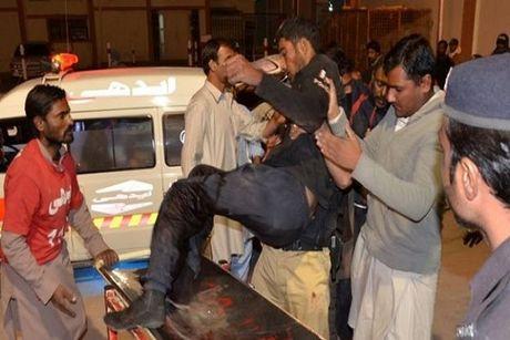 Pakistan: Truong canh sat bi tan cong, 48 nguoi chet - Anh 1