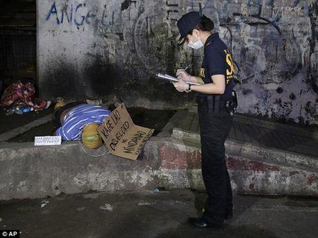 Cap vo chong sat thu Philippines nhan 100 USD/mang toi pham ma tuy - Anh 4