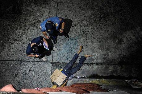 Cap vo chong sat thu Philippines nhan 100 USD/mang toi pham ma tuy - Anh 5