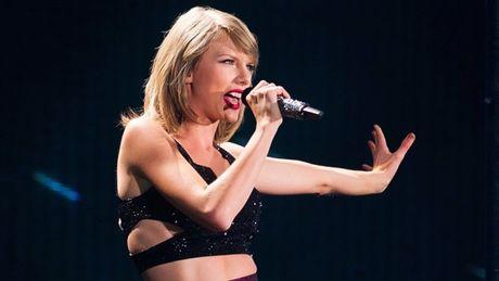 Taylor Swift phan uat vi bi sam so vong 3 o chon dong nguoi - Anh 2