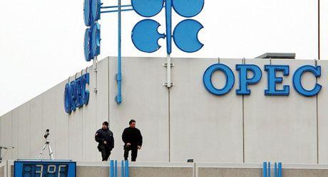 Thoa thuan cua OPEC ve han che khai thac dau da san sang 90% - Anh 1