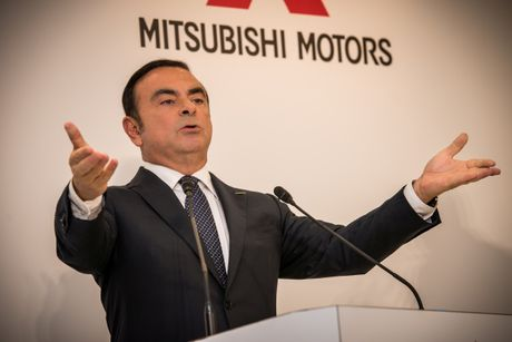 Nissan muon mang xe ban tai Mitsubishi den My - Anh 2