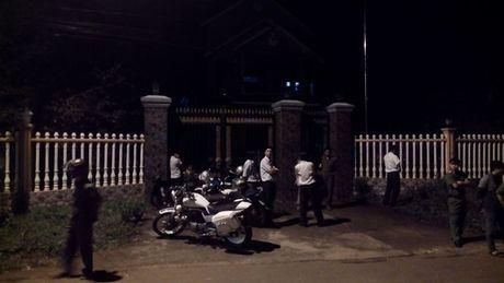Nguyen nhan lam vo, con truong ban dan van chet trong biet thu - Anh 1