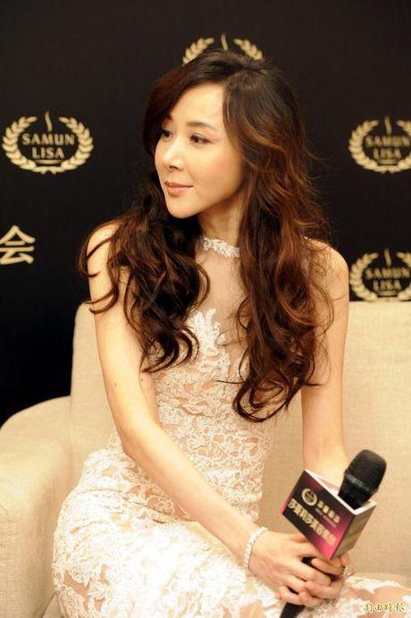 My nhan Dai loan 'dao keo hong' khoe dang dep nhu nu than - Anh 4