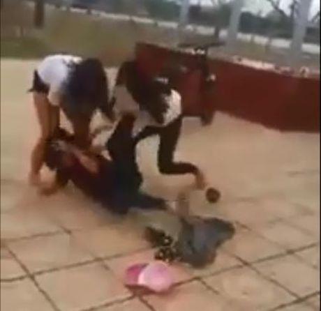 Quang Tri: Se xu ly nghiem cac hoc sinh danh nhau trong clip phat tan tren mang - Anh 2
