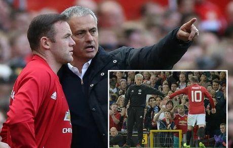 Mourinho 'duoi kheo', Rooney nen lam gi? - Anh 1