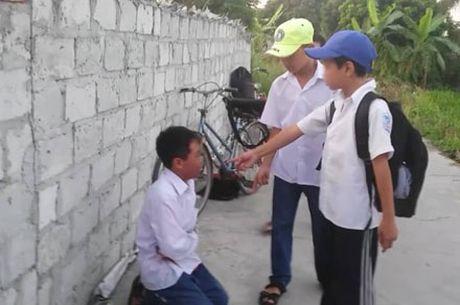 Vu hoc sinh lop 7 bi danh tai Hai Duong: Do khong nop tien cho cac anh lop tren? - Anh 1