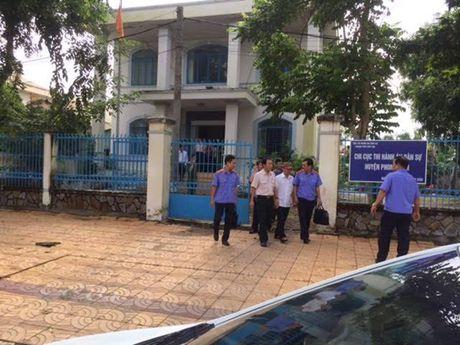 Can Tho: Bat tam giam Chi cuc truong Chi cuc Thi hanh an dan su huyen Phong Dien - Anh 1