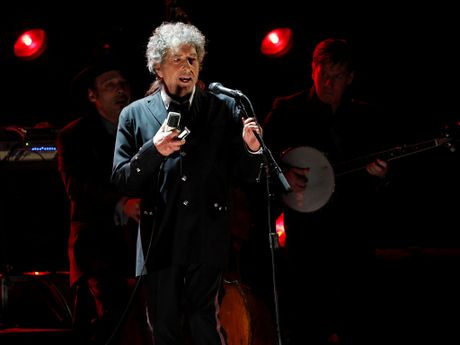 'Khinh khinh' giai Nobel van chuong, Bob Dylan co the mat 900.000 USD - Anh 1