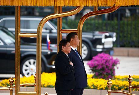 Duterte that su nghi gi ve tam giac My-Phi-Trung Quoc? - Anh 1