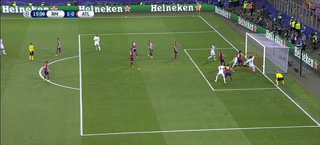 Ronaldo bi nghi to dong doi ghi ban trong the viet vi - Anh 4