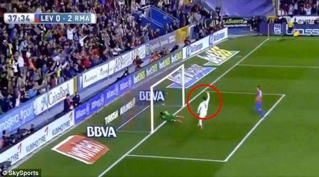 Ronaldo bi nghi to dong doi ghi ban trong the viet vi - Anh 5