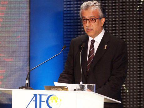 Chu tich AFC nguoi Bahrain chuc mung U-19 Viet Nam - Anh 1