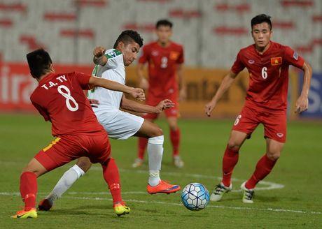 Chu tich AFC nguoi Bahrain chuc mung U-19 Viet Nam - Anh 2