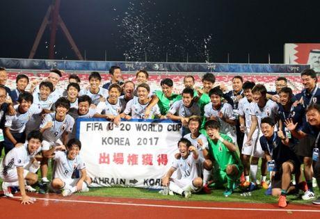 Chu tich AFC nguoi Bahrain chuc mung U-19 Viet Nam - Anh 4