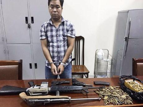 Bat 'trum' vu khi cung 4 khau sung va 300 vien dan - Anh 1