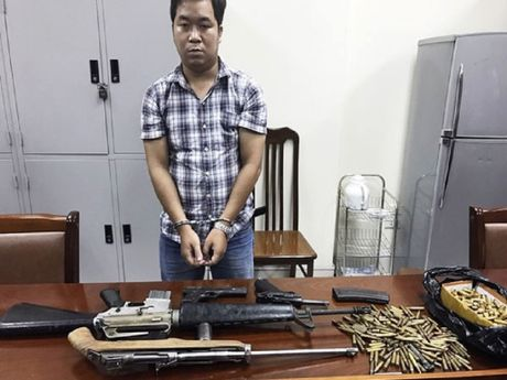 Bat 'trum' vu khi cung 4 khau sung va 300 vien dan - Anh 2