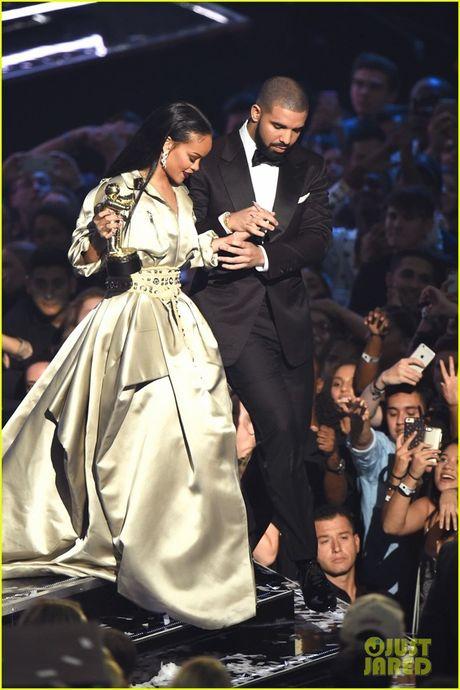Taylor Swift lo lieu tan tinh nguoi yeu cu Rihanna - Anh 2
