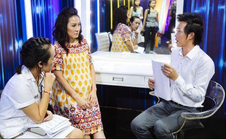 Hoai Linh chup anh selfie voi fan o On gioi, cau day roi - Anh 3