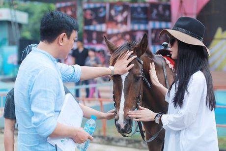 Diep Lam Anh hao hung khoe 'hau due Thanh Long' la 'chong' - Anh 10