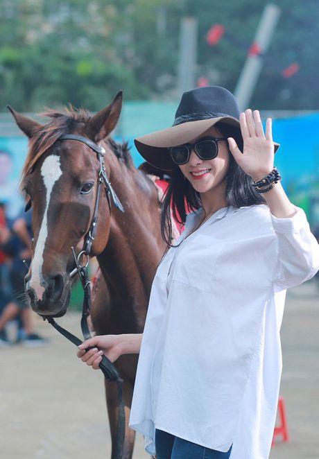 Diep Lam Anh hao hung khoe 'hau due Thanh Long' la 'chong' - Anh 11