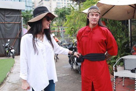 Diep Lam Anh hao hung khoe 'hau due Thanh Long' la 'chong' - Anh 1