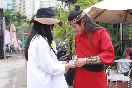 Diep Lam Anh hao hung khoe 'hau due Thanh Long' la 'chong' - Anh 5