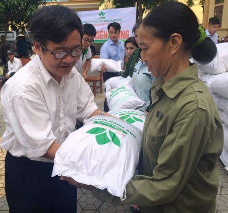 20 tan gao nghia tinh se chia voi ba con vung lu Ha Tinh - Anh 1