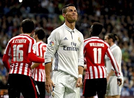 Cristiano Ronaldo khong phan doi ban thang cua Alvaro Morata - Anh 1